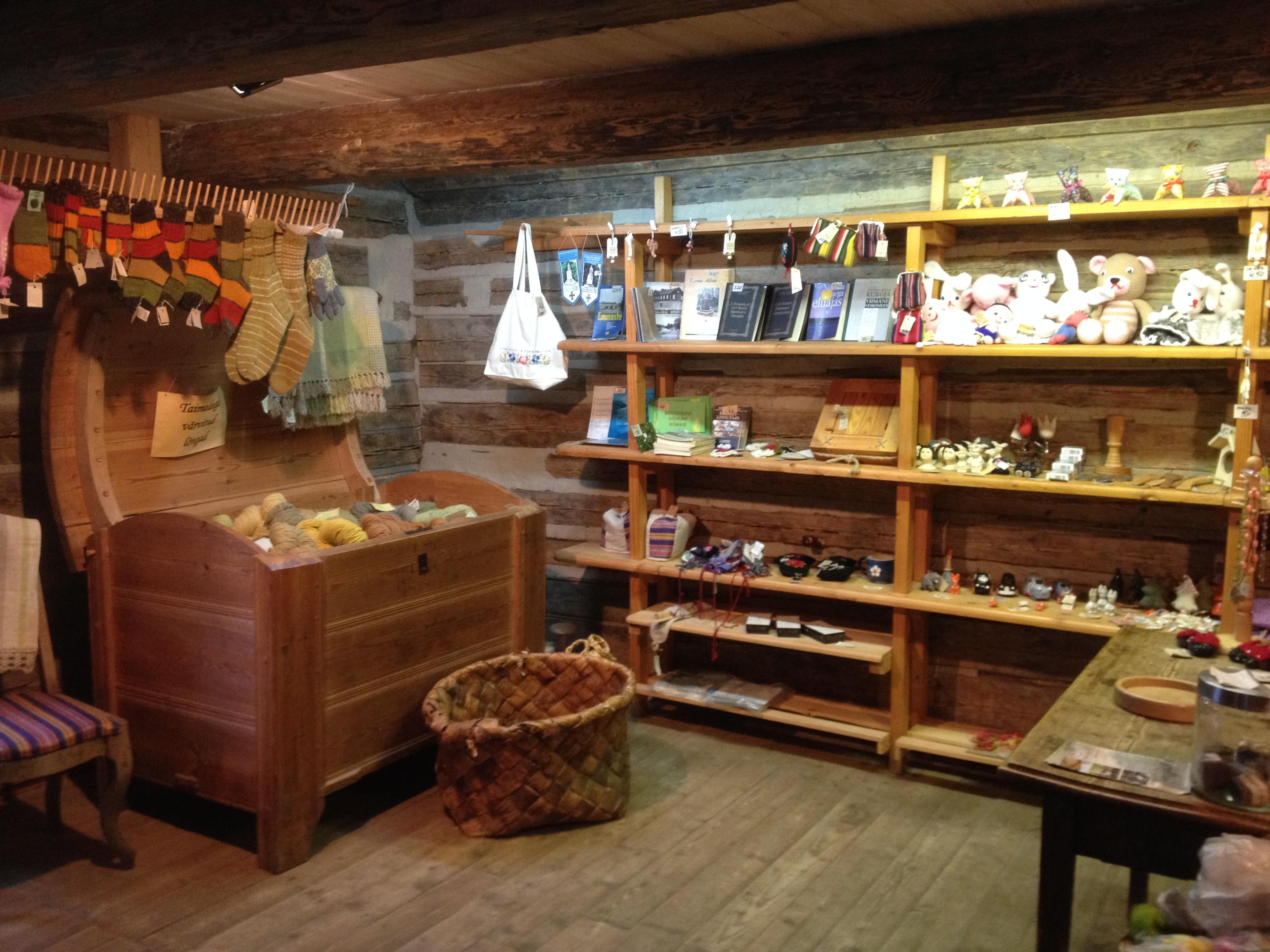 Kurgja muuseumis on ka pood. FOTO: Mai Seller