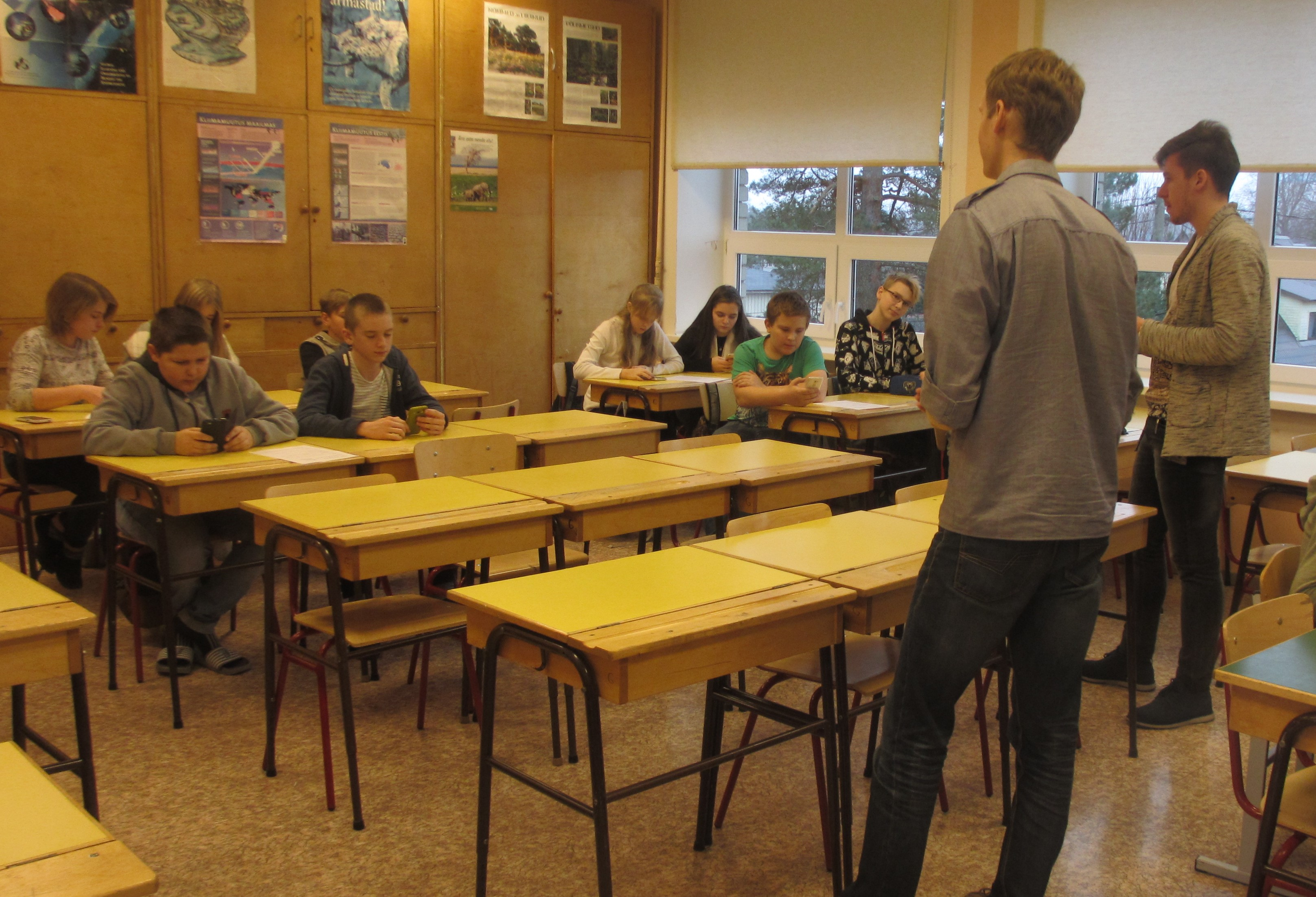 7 .b klassi õpilastele Locus Map tutvustamine. FOTO: Maiken Reiväli