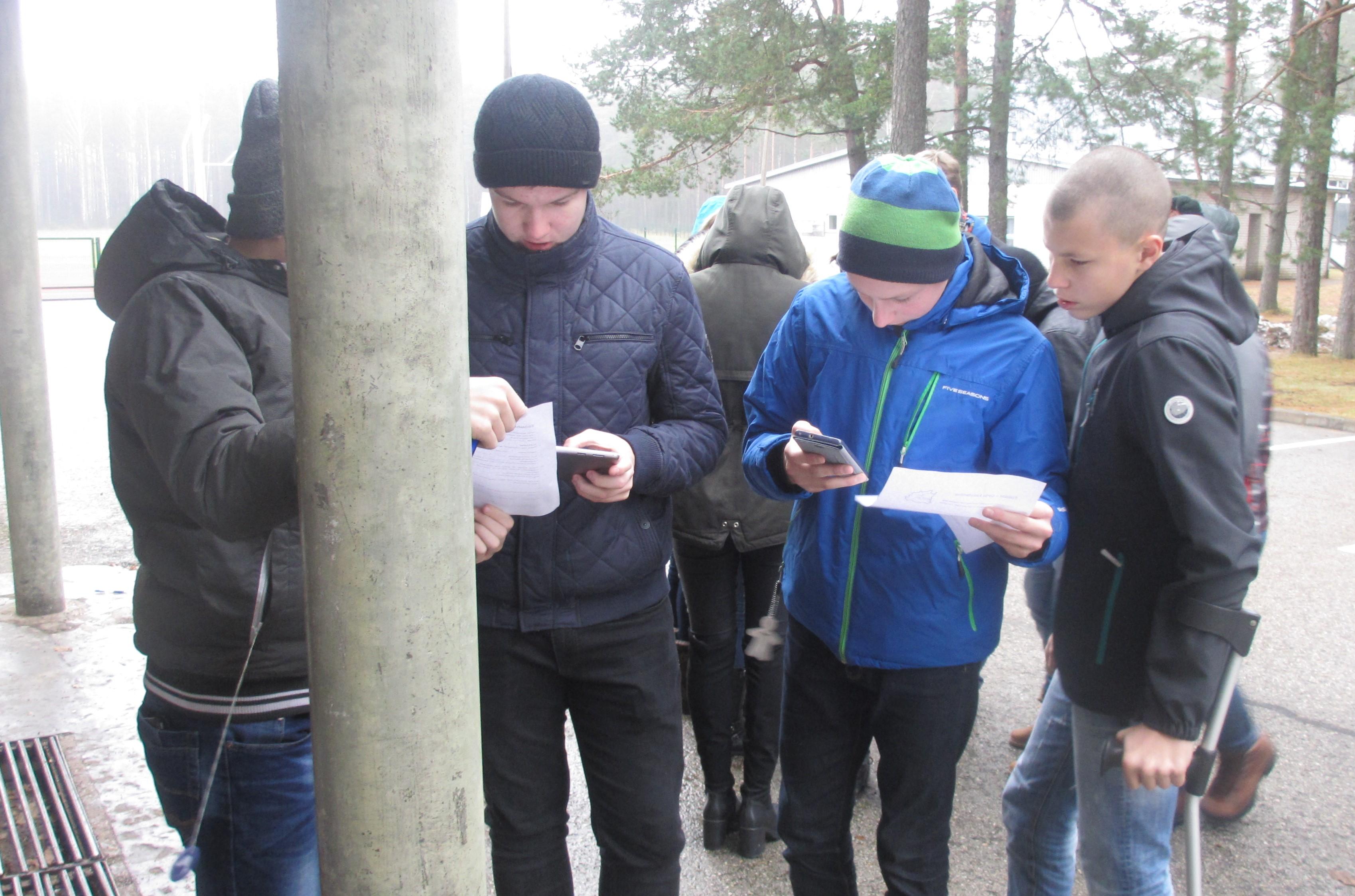 7. b klass paneb koordinaate kirja. FOTO: Maiken Reiväli