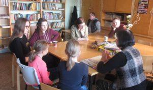 Töötuba, milles Silvia Paluoja rääkis paberlehest ja uudise ülesehitusest. Foto: Anne Aasamets